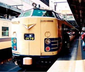 上野駅に到着した寝台特急はくつる号
