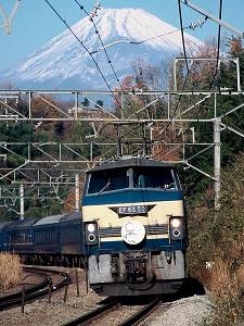 富士山をバックにさくらはやぶさ