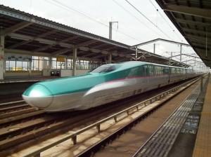 東北新幹線はやぶさ号・古川駅通過