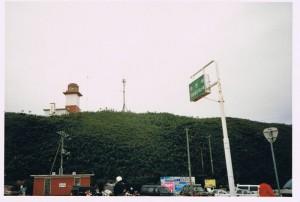 宗谷岬灯台を見上げる