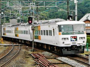 修善寺踊り子・大仁駅に入線