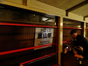 下車客の多いトロッコ嵐山駅