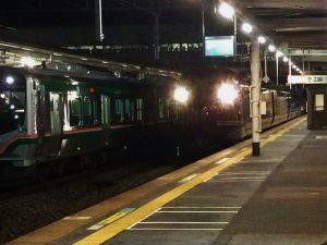 E655系和なごみ・小牛田駅に到着