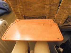新幹線さくらのシートバックテーブル